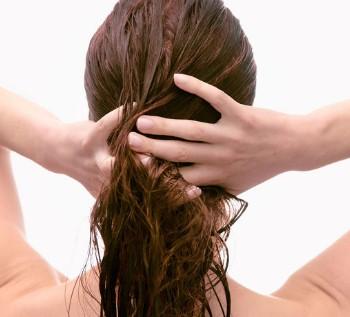 No tocarse el cabello graso