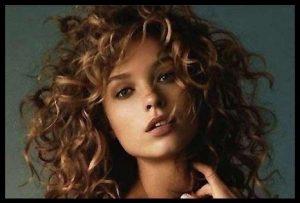 Cómo tener el cabello rizado natural sin frizz