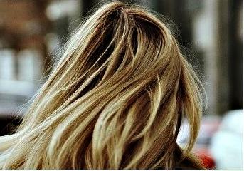 Beneficios del shampoo matizador de violeta